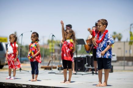 Kids dancing hula - Mainland Kama'ainas